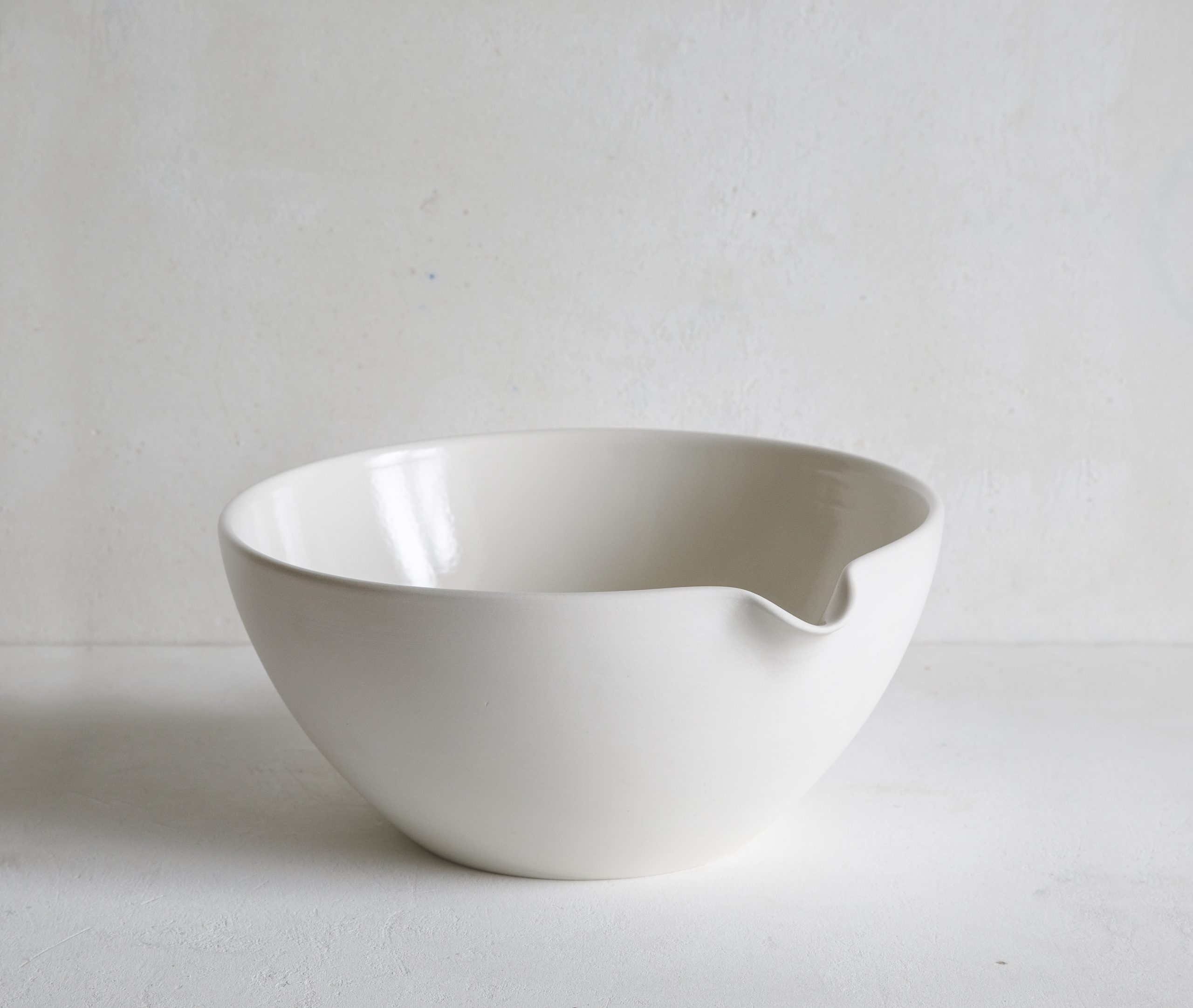 Mixing Bowl with pouring lip medium 25cm